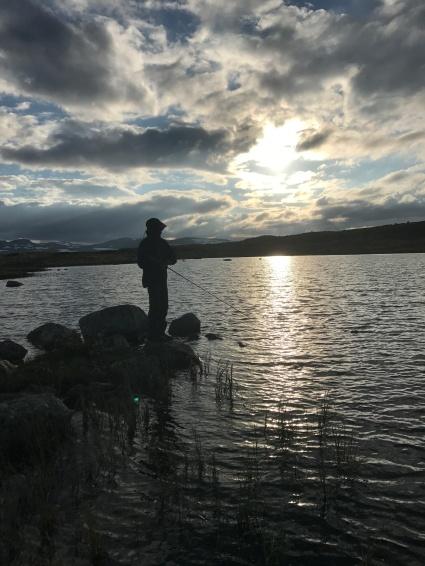 Fiske på Hardangervidda i nattestimene